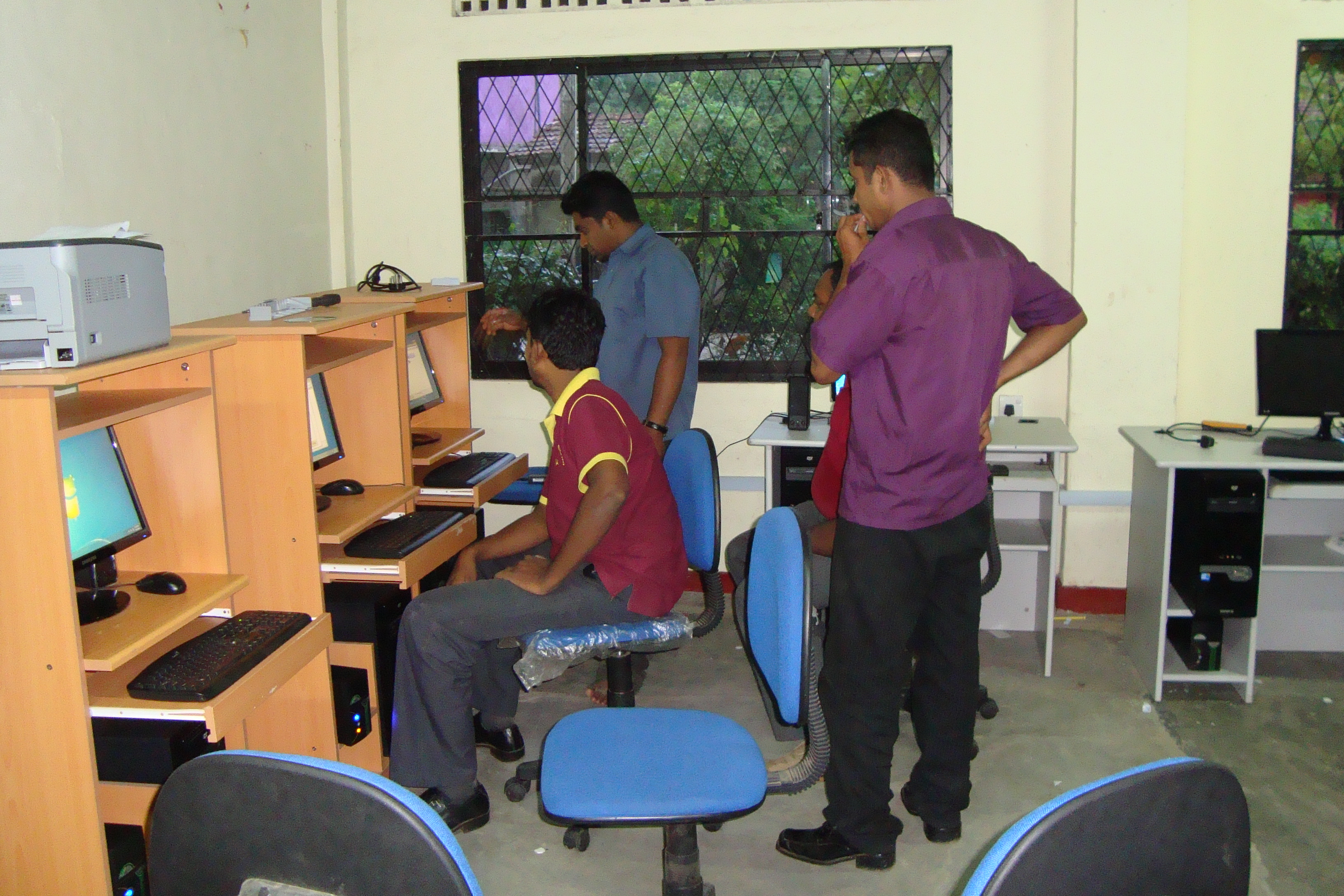 You are browsing images from the article: Computer Hardware Workshop - Uva Province
